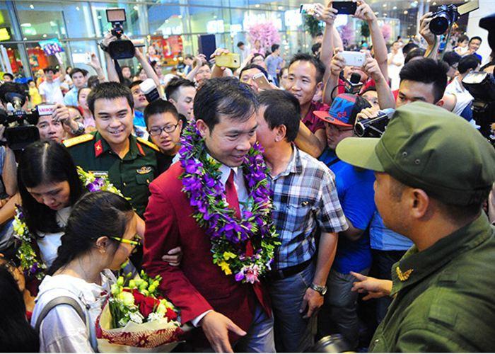 Hoàng Xuân Vinh về nước, Hương Giang, sân bay Nội Bài, Olympic Rio 2016, đoàn Việt Nam
